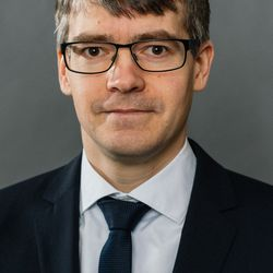 Dr. Stefan Hennewig